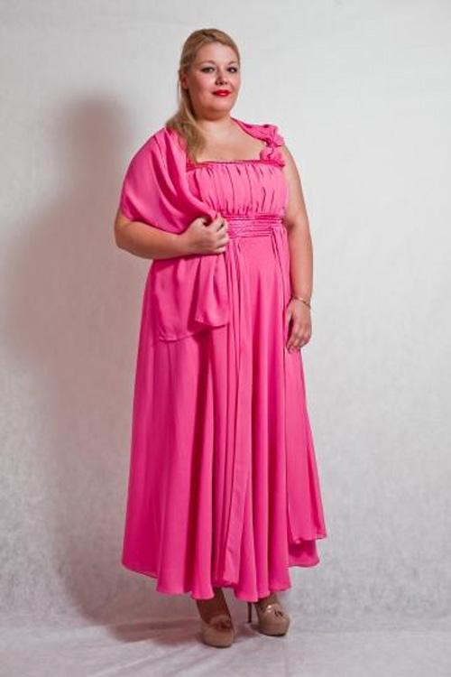 Переодевается в женское платье и стан
